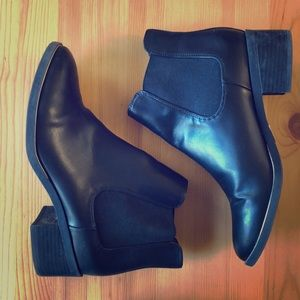 Sam & Libby Black Chelsea boots